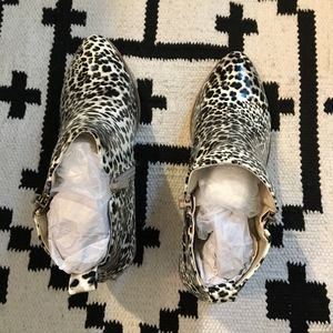 Journee Collection Shoes - NIB JC Leopard print bootie